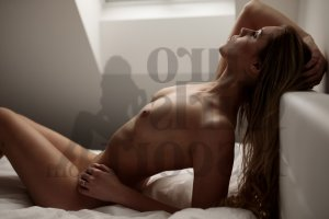 Sandryne nuru massage in Salem, escort