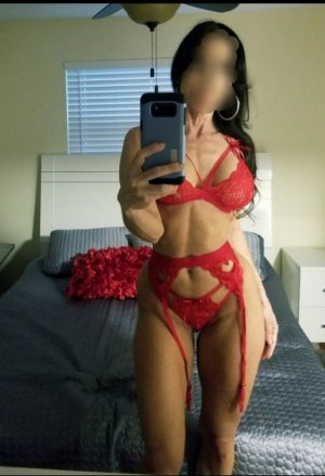 Kismy asian escort girl