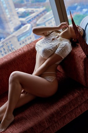 Ennemonde live escort in Upland CA, nuru massage