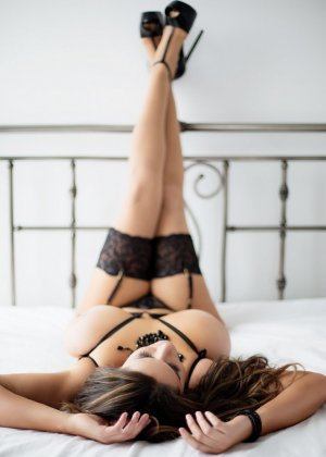 Candelaria escorts in Park Ridge IL and nuru massage